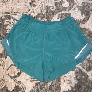 """Lululemon Hotty Hot Shorts 2.5"""" Seam"""